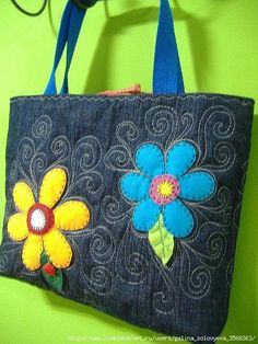 Lovely denim bag with flower applique Sacs Tote Bags, Denim Tote Bags, Denim Purse, Denim Backpack, Patchwork Bags, Quilted Bag, Jean Purses, Purses And Bags, Artisanats Denim