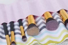 DIY makeup brush roll tutorial on iheartnaptime.com -love this for traveling!