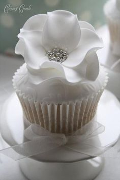 Wedding White Flower Cup Cake