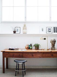 Un bureau tout en bois pour l'espace de travail