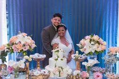 Foto dos noivos - mesa do bolo - decoração - festa - casamento