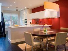 *-* Tons claros de azul são excelentes para cozinhas demasiado cheias ou para criar contraste com armários de cor mais quente. Combinações de azul com um toque de verde claro ou cinzento são boas alternativas ao azul mais comum.