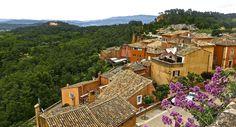 Roussillon – ett soligt vinlandskap i dov ockrafärg - Vinjournalen. Location Camping Car, Destinations, Excursion, Provence, Bordeaux, Montana, Bergen, France, Mansions