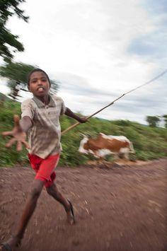 Etiopía, Falla del Rift. Niños camino de Arbaminch-3