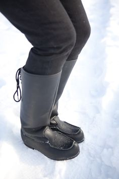 Traditional winter shoes 'Lapikkaat' are trendy again.