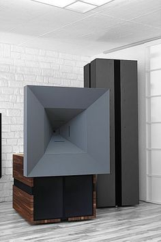 Ultima S + Sub - Unity Horn type speaker. Horn transmitting from 150Hz upwards