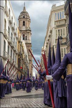 Las procesiones importantes de la Semana Santa en Málaga son nocturnas.
