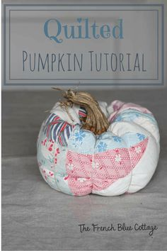 This quilted pumpkin tutorial makes a really cute and unique fall decoration. Plus, stay tuned for some super helpful tips. Crafts To Do, Fall Crafts, Paper Crafts, Diy Crafts, Scrap Material, Shabby Chic Crafts, Fall Quilts, Autumn Decorating, Fabric Pumpkins
