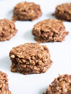 Grab & go dark chocolate granola snack cups are a treat when you need a healthy energy boost throughout the day. Packed with oats, flax and crunchy crisps. Chocolate Granola, Chocolate Peanuts, Healthy Baking, Healthy Snacks, Vegetarian Snacks, Manger Healthy, Granola Bites, Peanut Butter Roll, Cookies Et Biscuits