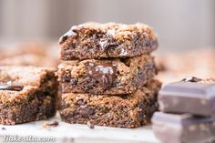 Paleo Chocolate Chip Blondies have a soft, chewy center & dark melted chocolate chunks! You'll go crazy for these gluten-free & refined sugar free blondies.