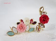 スワロフスキーエレメンツと一輪のロザフィの薔薇がキラキラ輝くイヤーカフです。左右どちらの耳でも着用できます。(片耳分しか作っていません)耳に触れる金具部分には... ハンドメイド、手作り、手仕事品の通販・販売・購入ならCreema。