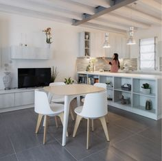 Combination of modern and country style. Planet table and chair Italian Style, Table And Chairs, Decoration, Country Style, Design Inspiration, Interior Design, Chair Design, Furniture, Home Decor