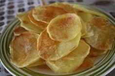 Aprenda a preparar a receita de Batata chips de micro-ondas (com molho de maionese temperada )