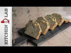 Easy multigrain bread by the Greek chef Akis Petretzikis. Make this delicious bread with linseeds, pumpkin seeds, poppy seeds, and quinoa! The perfect snack! Multigrain, Bread And Pastries, Naan, My Recipes, Banana Bread, Pie, Pumpkin, Snacks, Cooking