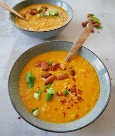 Blomkålssuppe med røde linser Veggie Recipes, Fall Recipes, Soup Recipes, Diet Recipes, Vegetarian Cooking, Vegetarian Recipes, Healthy Recipes, Food Crush, Bowl Of Soup