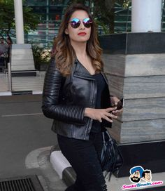 Stars Spotted 2015 -- Bipasha Basu Spotted at Airport Picture # 324106