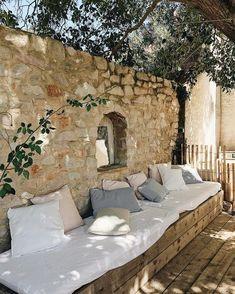 Wohnen Outdoor Toskana Hinterhof, # Gartenhaus # Hinterhof # Toskana, A Fashionista's Dream: Luxurio Outdoor Rooms, Outdoor Gardens, Outdoor Living, Outdoor Decor, Outdoor Ideas, Rustic Outdoor Spaces, Patio Interior, Interior And Exterior, Wall Exterior