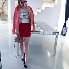 look jaqueta rosa saia camurça vermelha pink millenium scarpin