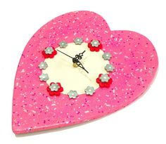 """Family day - Crafts idea for kids    Materials: corrugated cardboard heart wall clock, acrylics paint, glitter, cold clay """"DAS"""".     Awesome pic!  Have a look at these AWESOME ARTS AND CRAFT IDEAS FOR KIDS.  http://www.tpt-fonts4teachers.blogspot.com/2013/02/awesome-arts-and-crafts-ideas-for-kids.html"""