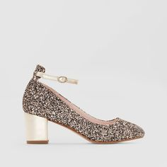 Nab a French fashion staple - ballet pumps are the versatile flats that no chic French woman would be seen without. Ballerinas, Mademoiselle R, Pumps, Heels, Brokat, French Fashion, Partner, Sneakers, Ballet