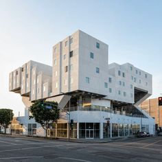 The Star Apartments located in downtown LA. Design by Michael Maltzan Architecture. Image courtesy of SRHT. Survival Essentials, Survival Kits, Off Grid Survival, Skid Row, Social Housing, Diy Greenhouse, Diy Solar, Affordable Housing, Prefab
