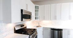 ¿Cuáles son las medidas aceptables desde una encimera de cocina hasta la base de un armario de pared