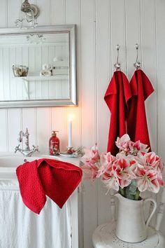 VIBEKE DESIGN: Ha det på badet... POP of red, love