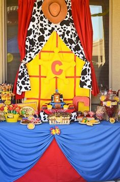 "These fabulous ideas will take your Toy Story birthday party to infinity and beyond! There may be no ""snake in [your] boots"", but these 21 Toy Story themed birthday party ideas will add pep to Woody Birthday Parties, Woody Party, Toy Story Birthday, Birthday Party Themes, Boy Birthday, Cowgirl Birthday, Birthday Ideas, Theme Parties, Jessie Toy Story"