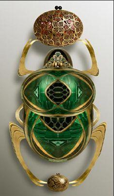 scarab beetle emerald gold broach