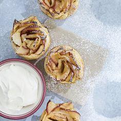 De supersöta äppelrosorna är lika goda som de ser ut – så blir det när man lägger ner massor av kärlek i bakningen!