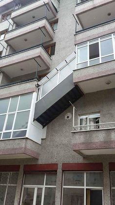 The craziest outside maisonette staircase you will ever see in a living block - Stairs, Designs Of Stairs Inside House, Home Stairs Ideas, Staircase Design Ideas, Modern And Retro Staircase Designs For Big And Small Homes Architecture Fails, Architecture Design, Funny Images, Funny Photos, Construction Fails, Funny One Liners, Smart Home Design, You Had One Job, Funny Comments