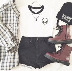 So cute grunge outfit Mode Grunge, Hipster Grunge, Grunge Look, Grunge Style, 90s Grunge, Grunge Outfits, Mode Outfits, Casual Outfits, Fashion Mode