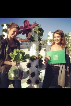 Jessica Alba loves her Juice Plus Tower Gardens! #juiceplus #towergarden #jessicaalba otto.towergarden.com