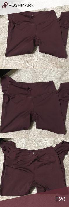 GAIAM yoga pants GAIAM yoga crop pants. Never worn. size small. Burgundy GAIAM Other