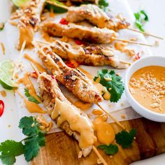 Quick and easy chicken satays recipe leah itsines Sunday Meal Prep, Lunch Meal Prep, Easy Salads, Easy Meals, Easy Lunches For Work, Best Dinner Recipes, Chicken Recipes, Healthy Recipes, Healthy Meals