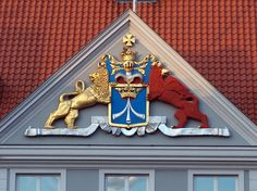 This heraldic achievement is located at the former seat of the Swedish garrison commandant in Stralsund. It refers to the era when Stralsund was part of Swedish Pomerania. The coat of arms of Stralsund depicted in the blue field is … Continue reading → Saxony Anhalt, Rhineland Palatinate, Lower Saxony, Germany And Italy, North Rhine Westphalia, Coat Of Arms, Bavaria, Sweden, Ireland
