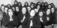 ¿Olvidar? ¿El qué? Mujeres en prisión haciendo alarde de devoción obligatoria.
