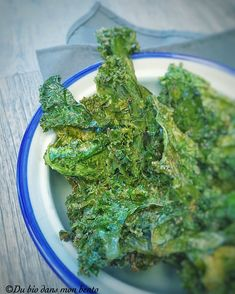 Discover recipes, home ideas, style inspiration and other ideas to try. Chips Kale, Kale Chip Recipes, Ovo Vegetarian, Healthy Snacks, Healthy Recipes, Nutritional Yeast, Seaweed Salad, Bio, Meal Prep