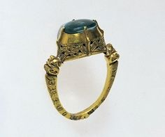 Ring from the first half of the 14th century. Engraved and made from mint gold (Dukatengold) with a blue glass stone. The inscription reads IN DEVS NOMINE TVO SALV [UM] ME FAC (God, in Your name, save me.) At the Tiroler Landesmuseum Ferdinandeum.