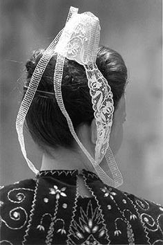 European Costumes, Celtic, Brittany France, Folk Costume, Headgear, People Around The World, Fashion History, Beautiful Hands, Et Costume