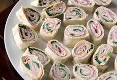 My Kitchen Antics: Tortilla Pinwheels- absolute party snack (did I say EASY? Italian Appetizers, Cold Appetizers, Appetizers For Party, Appetizer Recipes, Cheese Appetizers, Pinwheel Appetizers, Snacks Für Party, Easy Snacks, Healthy Snacks