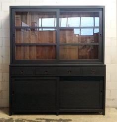 Het Echte Landleven: 2.Grote nieuwe vitrinekast met schuifdeuren a 14