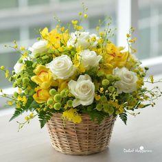 Basket Flower Arrangements, Vase Arrangements, Beautiful Flower Arrangements, Floral Centerpieces, Vases Decor, Beautiful Flowers, All Flowers, Spring Flowers, Flower Chart
