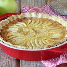 Autumn apple tart with a delicious cream filling! French Macaroons, Apple Pie, Pudding, Favorite Recipes, Snacks, Food, Tartelette, Dessert Recipes, Gluten