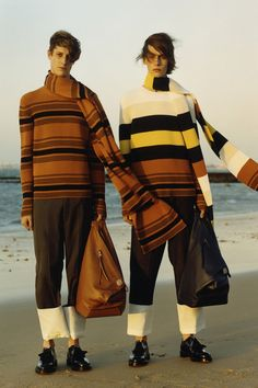 Loewe Spring 2015 Menswear Fashion Show Fast Fashion, Look Fashion, Mens Fashion, Fashion Design, Fashion Shoes, Fashion Outfits, Normcore, Loewe, Fashion Images
