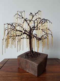 Chain willow in Bronze coloured copper wire and gold chain. Wire Trees, Copper Wire, Gold Chains, Candle Holders, Chandelier, Bronze, Ceiling Lights, Candles, Steel