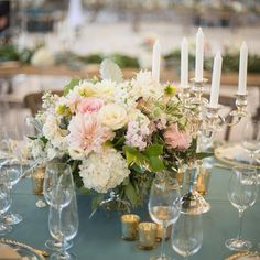 Mixing round and rectangular tables is always a good idea! It adds depth and dimension to the space and it provides an opportunity for alternating centerpieces to create a dynamic look. How beautiful are these low arrangements by @pfenner? He really nailed this #VintageRomance design and we love the stunning flowers they orchestrated for this wedding! Photo @studioemp @joel_studioemp @lorely.studioemp   Venue @lyonairmuseum   Rentals @bakerparty   Event Design @experiencehush #hushevents by…