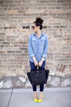 Wanna look like this every day! (Pink Peonies: The One with the Denim and Neon. Spring Summer Fashion, Winter Fashion, Casual Outfits, Cute Outfits, Karen Walker, Casual Chic, Passion For Fashion, The Help, What To Wear