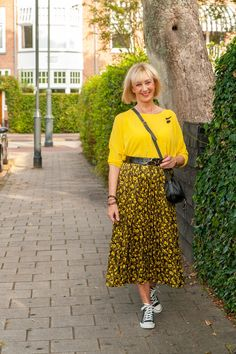 Yellow and black pleated skirt - No Fear of Fashion Black Pleated Skirt, Midi Skirt, Winter Shirts, Grey Trousers, Yellow Top, Black Linen, Batwing Sleeve, Skirt Suit, Myesthenia Gravis