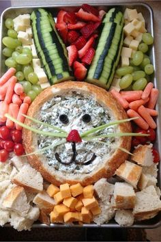 Cute and easy Easter snack tray party platter with vegetables, dip, cheese, bread and fruit shaped like a bunny Easter rabbit! See more Easter Snack Tray Ideas for a Crowd or large group for family Easter potluck. Simple make ahead appetizer ideas too! Easter Snacks, Easter Appetizers, Easter Brunch, Easter Treats, Easter Food, Appetizer Ideas, Easter Table, Hoppy Easter, Easter Dinner Ideas
